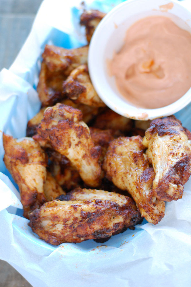 Chicken wings and sauce