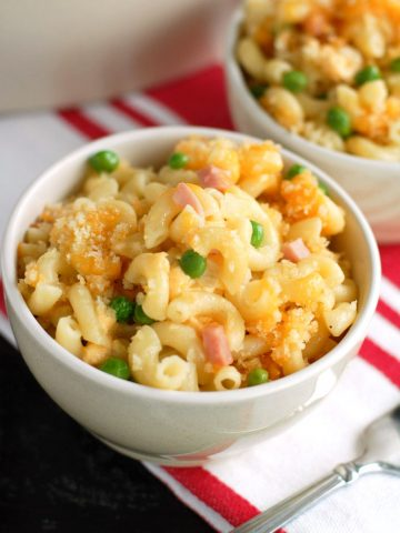 macaroni and cheese with ham and cheese in bowl.