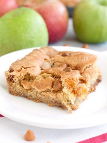 Blondie square with apples.