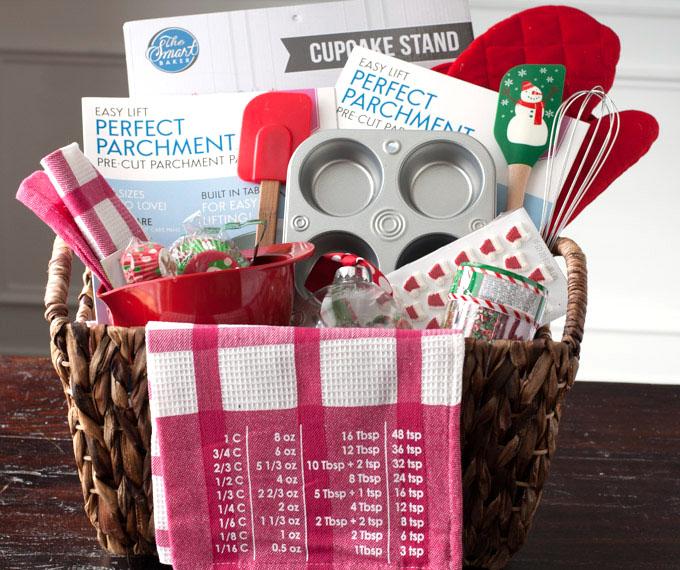 Baked Christmas Gifts: DIY Baking Gift Basket