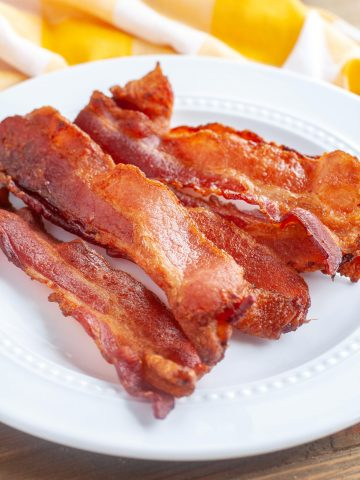 Plate with cooked bacon.