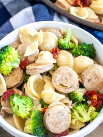 Bowl with sausage, pasta and broccoli.