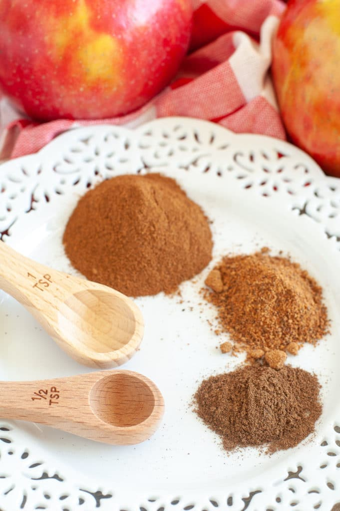 Plate with cinnamon, nutmeg and allspice.