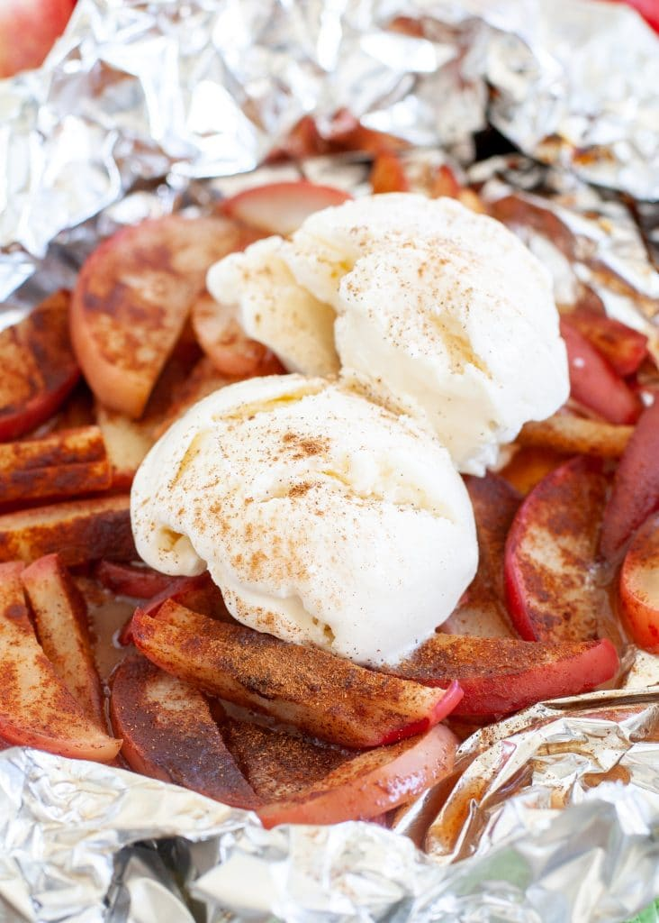 Apples with cinnamon and ice cream scoop on top