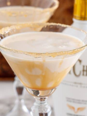 2 martini glasses filled with creamy drink.
