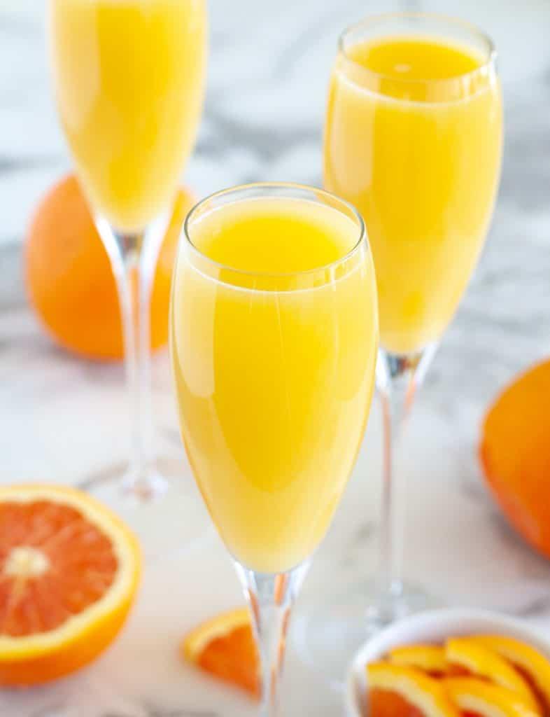 Portakal suyu ve portakal ile gözlük.