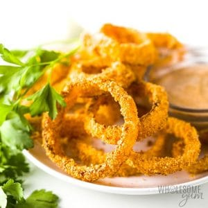 Onion rings on a plate.